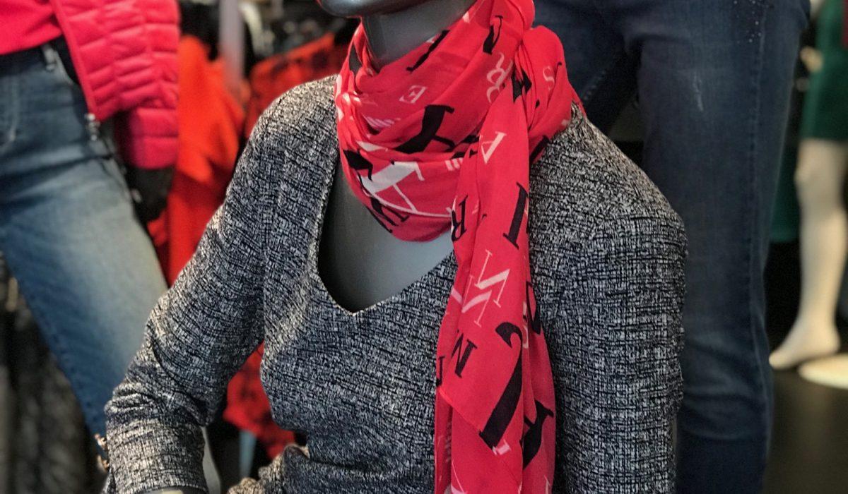 Robe Guess et foulard